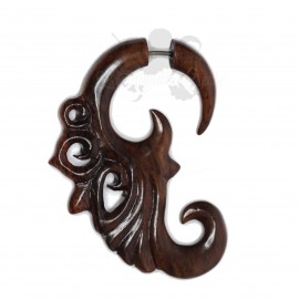 Boucle d'oreille en bois sculptée