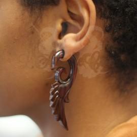 Boucle d'oreille Aile en bois sculptée