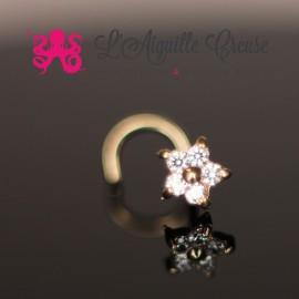 Stud Or 9 carats, orné d'une fleur en zircon