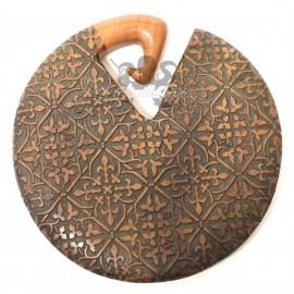 Paire de cornes en bois de Saba gravé