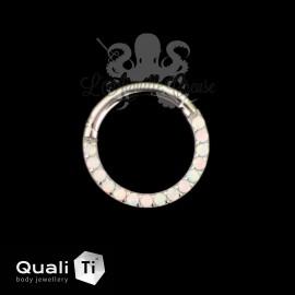 Anneau segmenté en titane QualiTi et opales synthétiques, ouverture facile