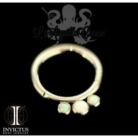 Anneau segmenté en titane Invictus, opales synthétiques, ouverture facile